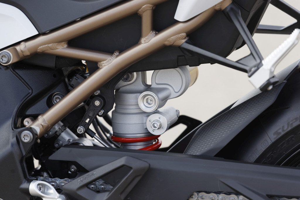 BMW S1000RR 2019 MOTORADN previo (42)