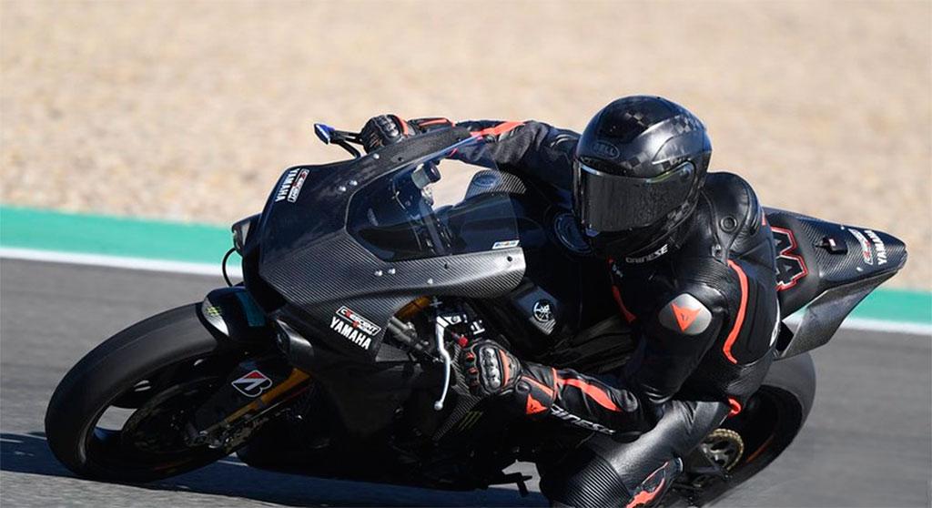 Lewis-Hamilton-en-Jerez-con-la-R1-(5)